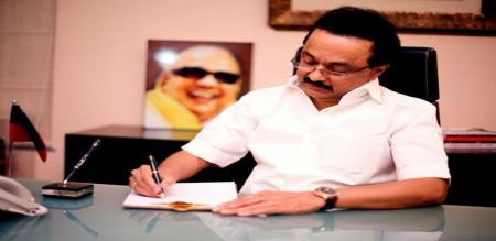 MK Stalin condemns Edappadi palanisamy for foreign tour