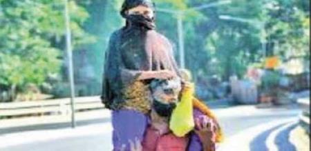 Mumbai father taking daughter hospital