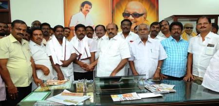 ammk councillor join dmk in tvmalai district
