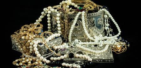 temple jewells theft