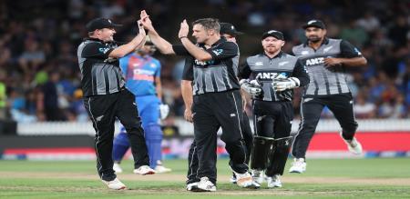 India set target 180 to new Zealand in Hamilton