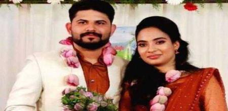 husband lost his wife in avinasi accident