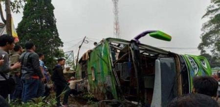 in Indonesia tourist bus accident peoples died