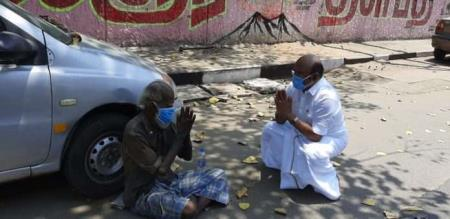 Minister jayakumar help to Orphan old man