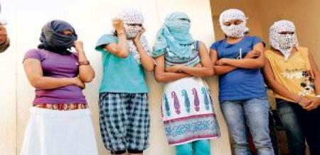 6 girls arrest in delhi