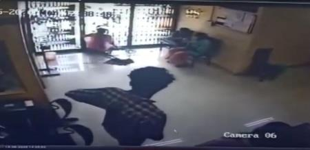 Kerala women died in bank with breaking glass police investigation