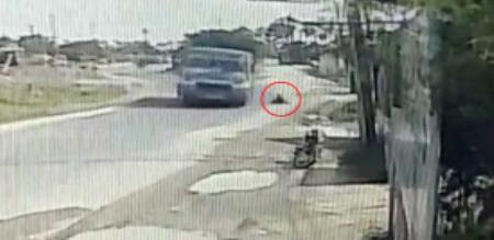 girl fell down from bus on travel