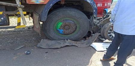 Karnataka Vijayapura Car Lorry Accident 4 Died on Spot Police Investigation