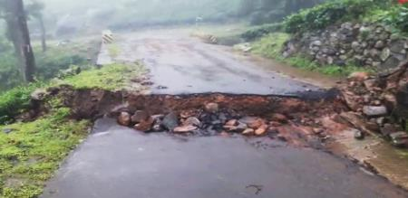 in nilgiris land getting down due to heavy rain