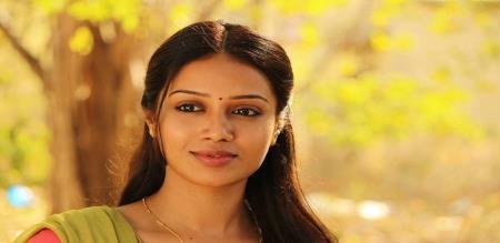 actress nivetha pethuraj return to police dress