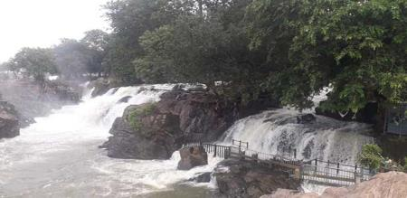 in hogenakkal water comes low quantity