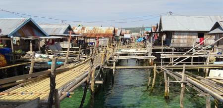Philippines village submerge water due to increasing sea water level