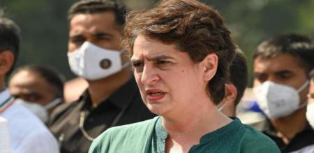 Priyanka Gandhi Announce Electric Scooter and Mobile for Girl Students UttarPradesh Election Resolution