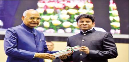 ramnath govind gives award for teacher best