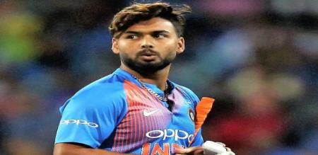 Fan Propose To Rishabh Pant At Ground