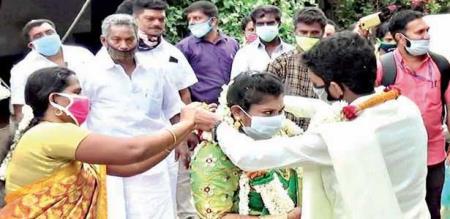 Coimbatore Engineer married Munnar girl at Tamilnadu - kerala border line