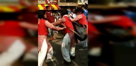 SCHOOL GIRLS FIGHT IN DELHI