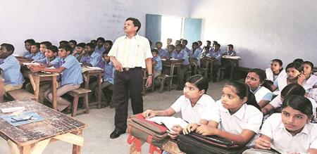 in Gujarat govt announce till 9 students and 11 students pass without exam