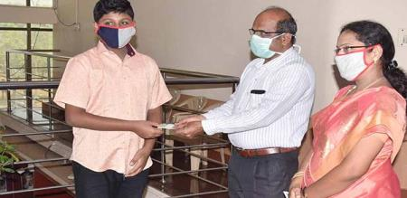 Trichy student gives fund corona virus