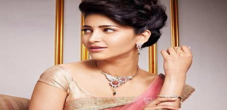 actress sruthi hassan hot dress and video viral social media