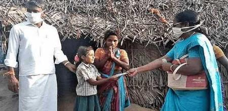 Ariyalur teacher gives thousand rupees for her student family due to corona amid