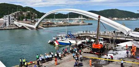 in Taiwan bridge collapsed and accident 12 peoples died