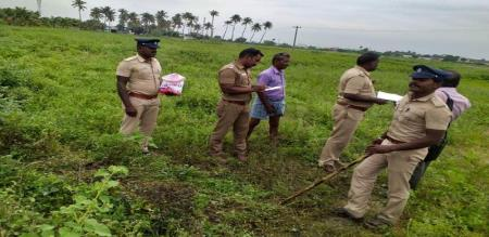 in trichy girl body recovers in road side suspect investigation going on