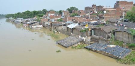 in uttarpredesh heavy rain 25 peoples died and 16 district have rain