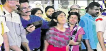 in vellore army man daughter gives her father army salute
