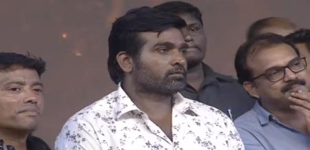 Vijaysethupathy Fell Down On Feet