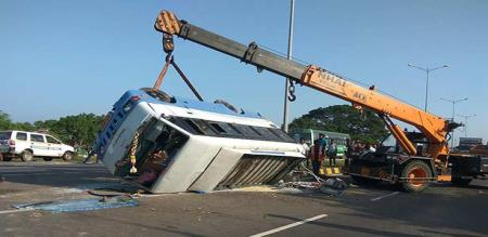 in villupuram van accident peoples injured