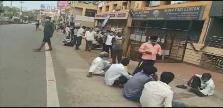 Karnataka and delhi peoples wait wine shop