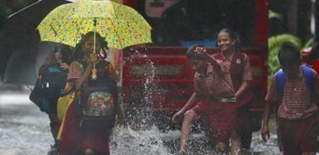 school colleges leave for heavy rain