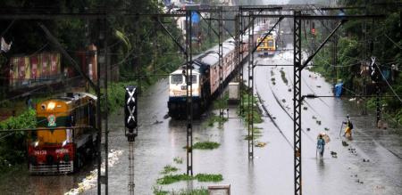 heavy rainfall in mumbai 12 persons died.